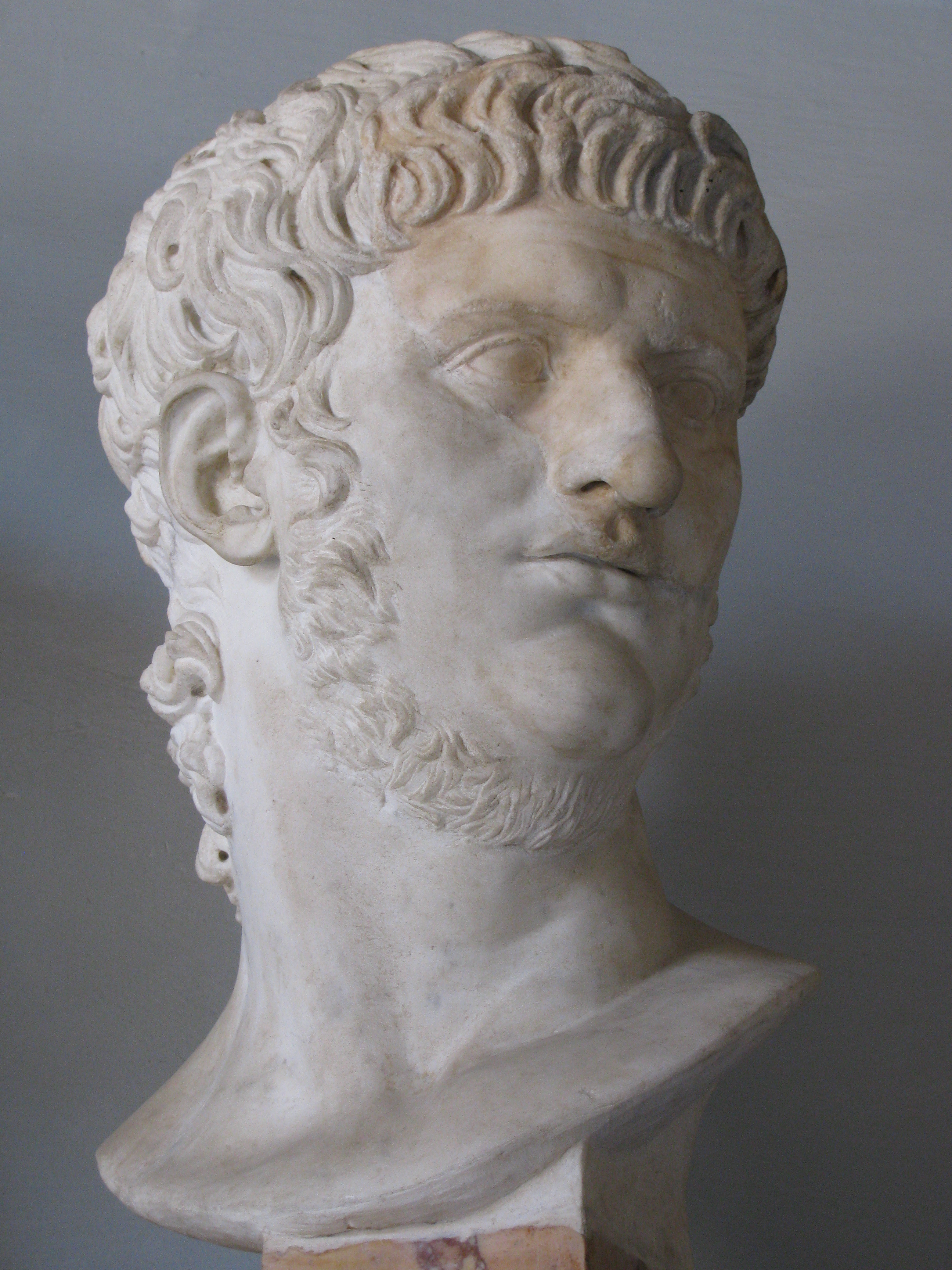 Bust of Nero in the Musei Capitolini, in Rome. Notice how the bottom row of his hair on the forehead comes out directly from the tips of row above it.