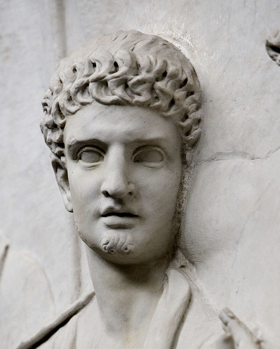 A closer view of Domitian's hairstyle on Palazzo Della Cancelleria, Relief B. Clearly the tips of the second row of hair touch the roots of the first row on the forehead.