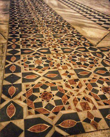 Floors uncovered at The Dome of the Rock by the Muslim Waqf during carpet replacement. Notice that the tiles are almost identical to the ones reconstructed by Frankie Snyder.